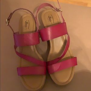 New!! Bass Red wedge sandals size 9m